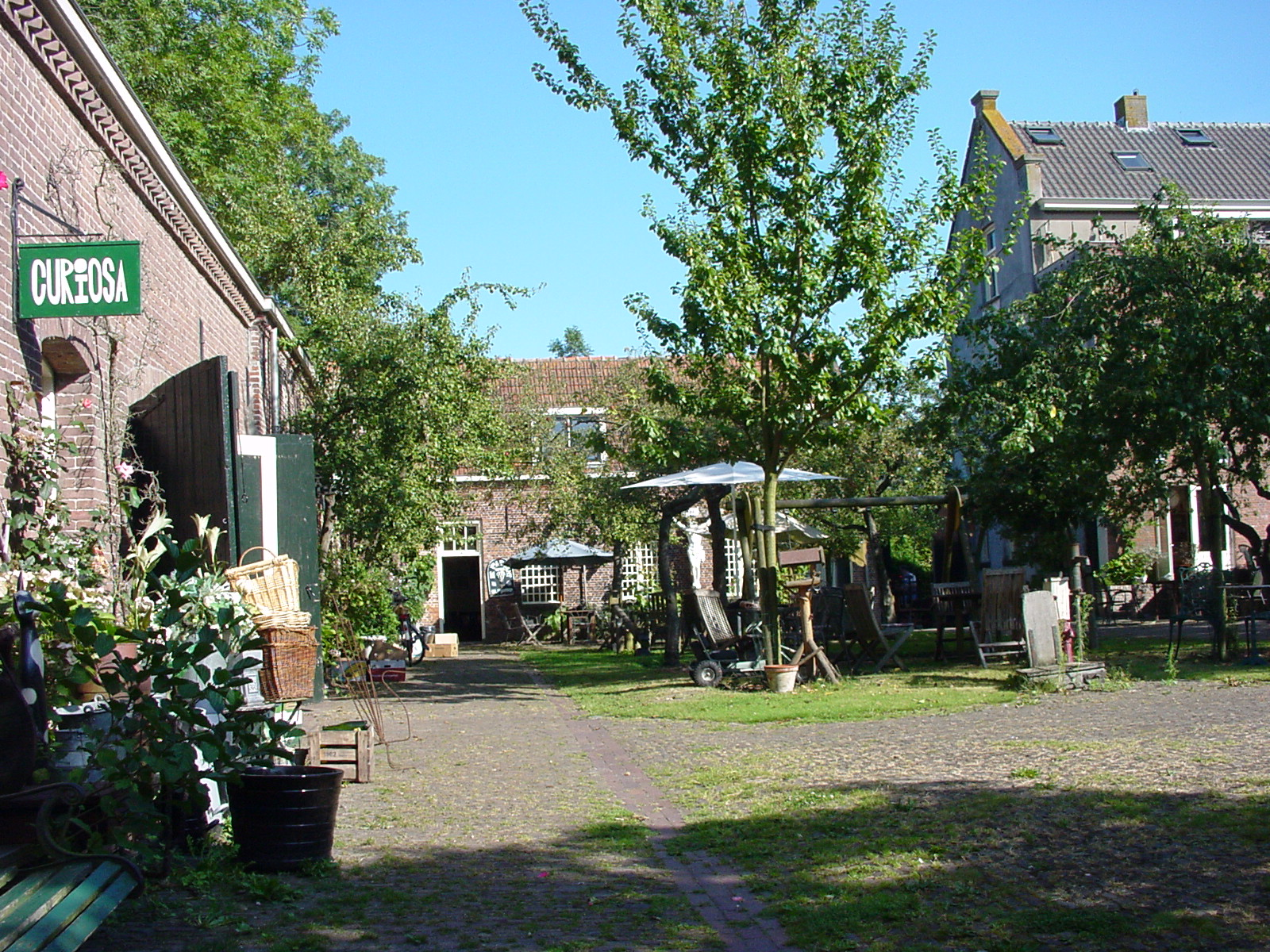 Binnenplaats van Emmaus Langeweg