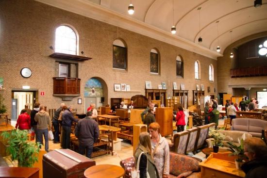 Kerk van Emmaus Langeweg vol met klanten