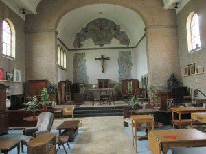 Meubels in de kerk van Emmaus Langeweg