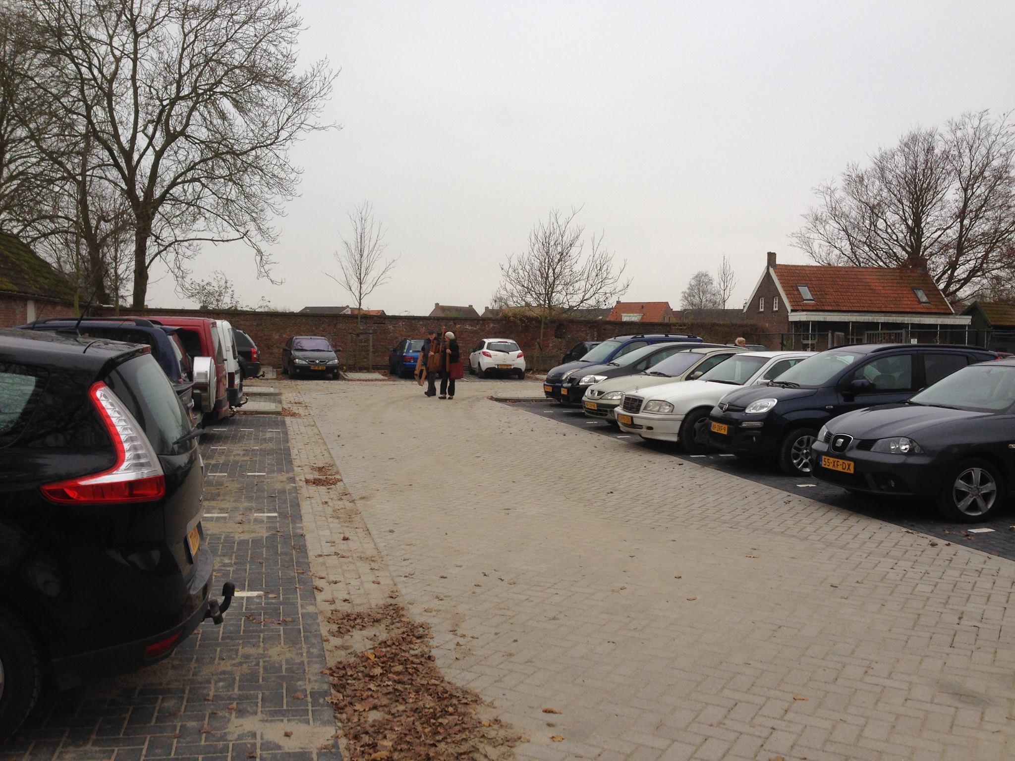 Parkeerplaats van Emmaus Langeweg 2